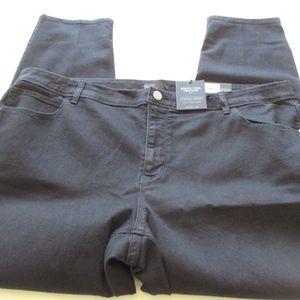NWT - VERA WANG black Skinny jeans - sz 24W - $56.